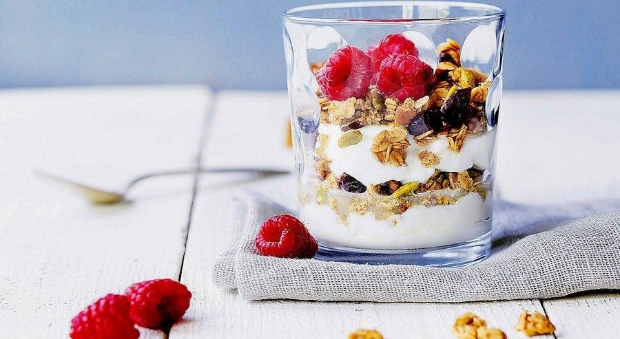 granola_fruit parfait